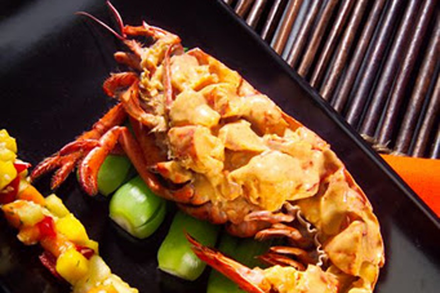 Lobster-with-Thai-Red-Curry-and-Tropical-Fruit