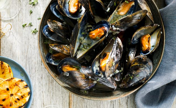 Grilled Lemon and Prosecco Mussels
