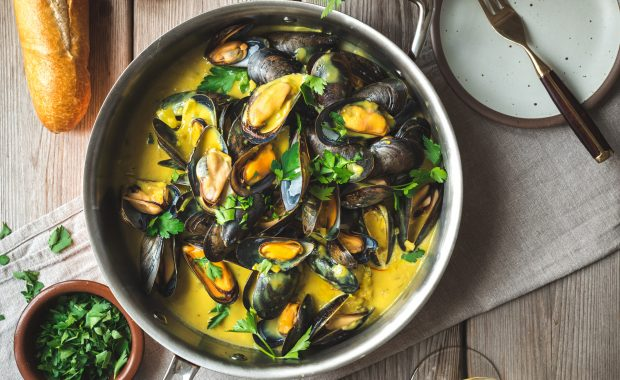 Mouclade Steamed Mussels in Saffron Curry Sauce